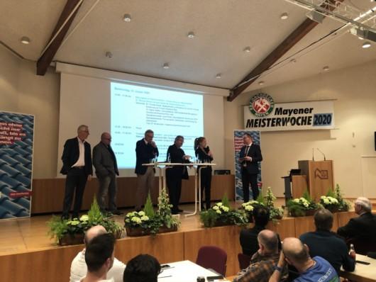 Entsorgung von EPS-Dämmstoffen: In der Diskussion mit Dachdeckern